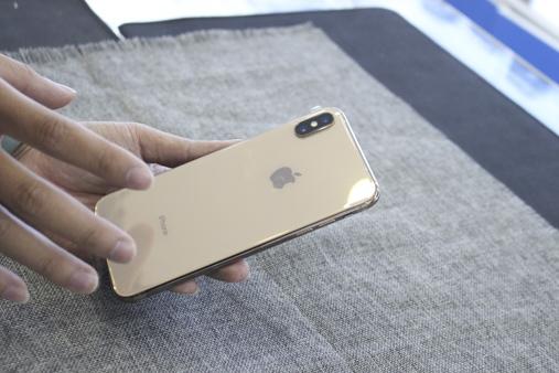 iphone Xs Max long lanh trong màu mới