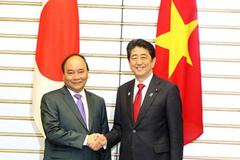 Thủ tướng Nguyễn Xuân Phúc gửi thư mừng Thủ tướng Nhật Bản