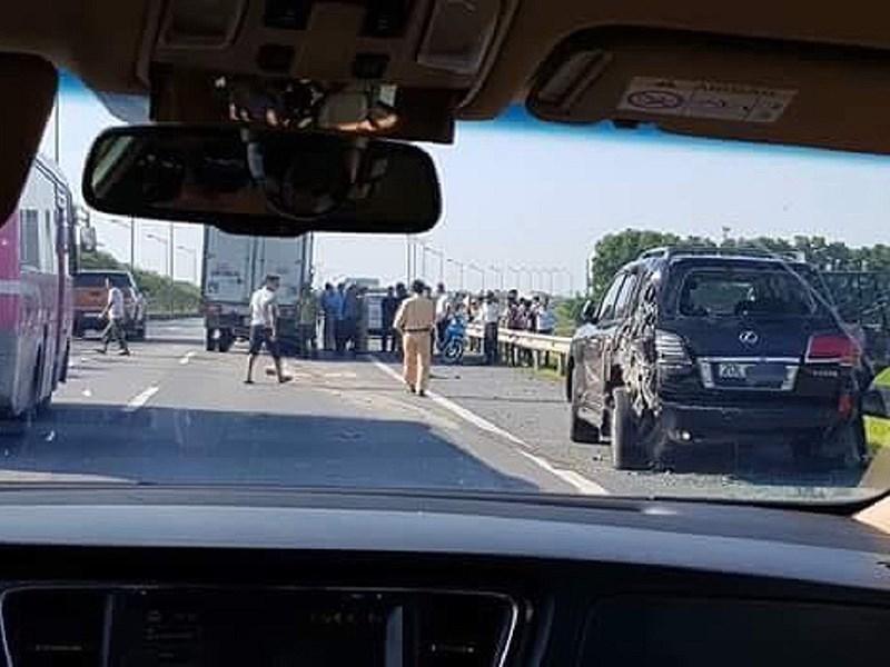 tai nạn giao thông,xe tải,Lexus,CSGT,cảnh sát giao thông