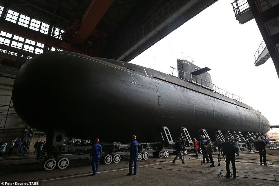 Xem tàu ngầm tàng hình hiện đại Nga vừa trình làng