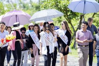 Top 3 Hoa hậu Áo thăm mộ Đại tướng Võ Nguyên Giáp