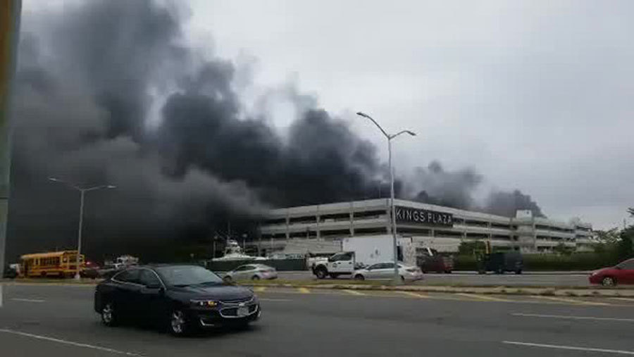 Cháy bãi đỗ ô tô ở Mỹ, 132 xe sang bị thiêu rụi