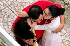 """Khoảnh khắc """"chụp trộm"""" Quyền Linh ôm hôn 2 con gái gây xúc động mạnh"""