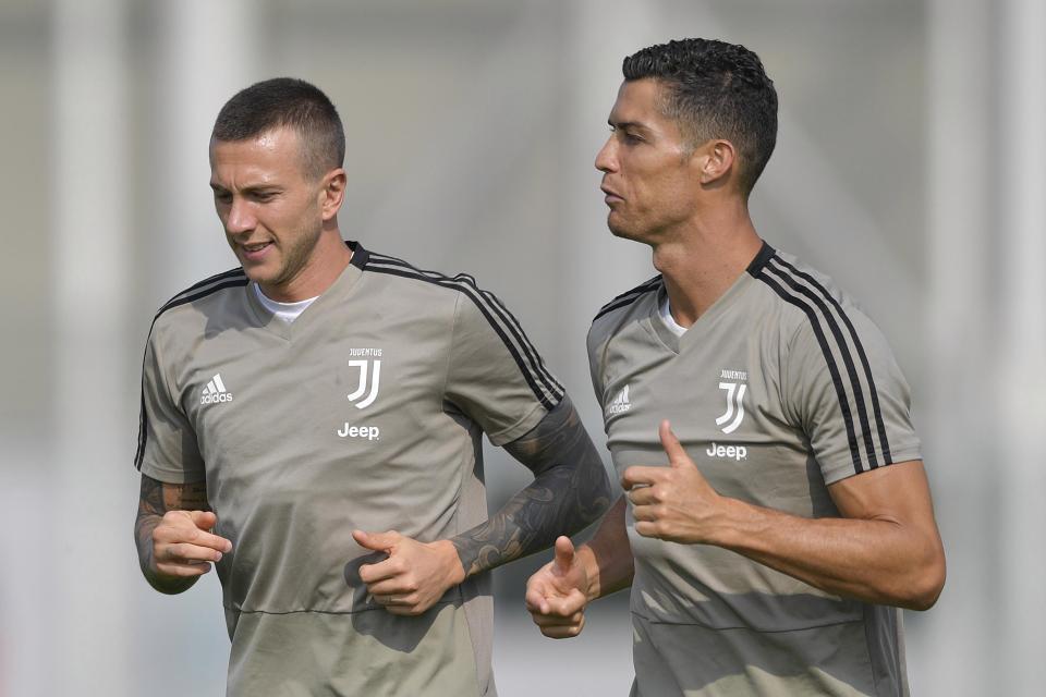 Ronaldo cười tươi, thở phào có thể cùng Juventus đấu MU