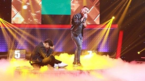 Isaac bịt miệng thí sinh ngay trên sân khấu vì hát quá dở