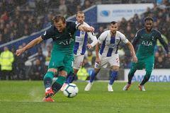 Harry Kane tỏa sáng, Tottenham qua mặt MU