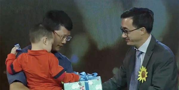 Bé Gấu, con trai cố thiếu úy từ chối chữa ung thư 'gặp' lại mẹ