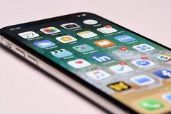 iOS 12 gây lỗi hiển thị trên iPhone X