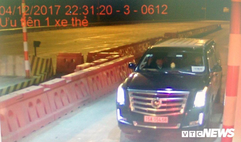 Siêu xe Cadillac gắn biển 'xe hộ đê' trốn phí trên cao tốc Hà Nội - Hải Phòng