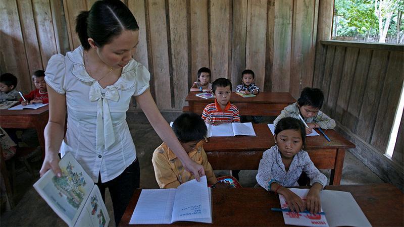 Bộ Giáo dục yêu cầu hướng dẫn học sinh không viết, vẽ vào SGK
