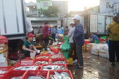 Vụ bảo kê ở chợ Long Biên: Tận thu cả mặt bể nước cứu hỏa