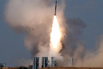 Nga trang bị gấp các hệ thống phòng không cho Syria