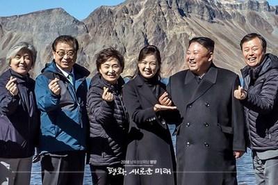 Những hành động lạ 'gây bão' của Kim Jong Un