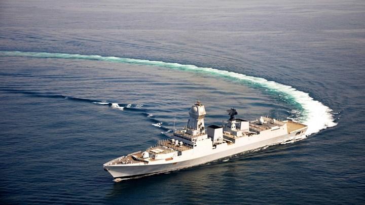 Sức mạnh đáng sợ của siêu khu trục hạm Ấn Độ