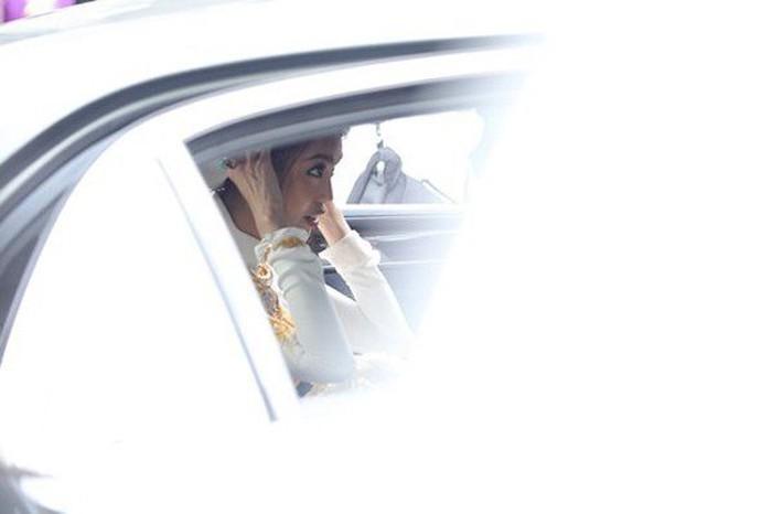 Doanh nhân John Tuấn Nguyễn lái xe sang Bentley 10 tỷ đón Lan Khuê