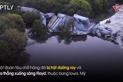 Tàu trật đường ray lao xuống sông, nhiều khoang vỡ nát
