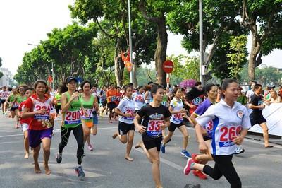 Dàn sao điền kinh Việt Nam thi chung kết giải chạy báo Hànộimới
