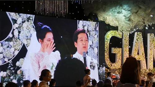 Trường Giang - Nhã Phương khóc nức nở trong đám cưới