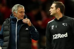 MU bị loại: Tất cả cùng chống lại Mourinho