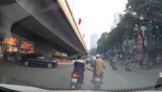 'Ninjia lead' tung cước đạp thanh niên chuyển hướng bất ngờ giữa đường