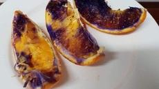 Giải mã quả cam mới bổ chuyển màu tím