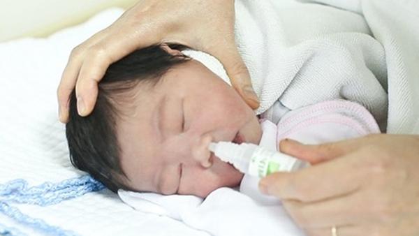 Loại virus khiến nhiều cha mẹ Việt hốt hoảng dễ dàng lây khi hôn trẻ