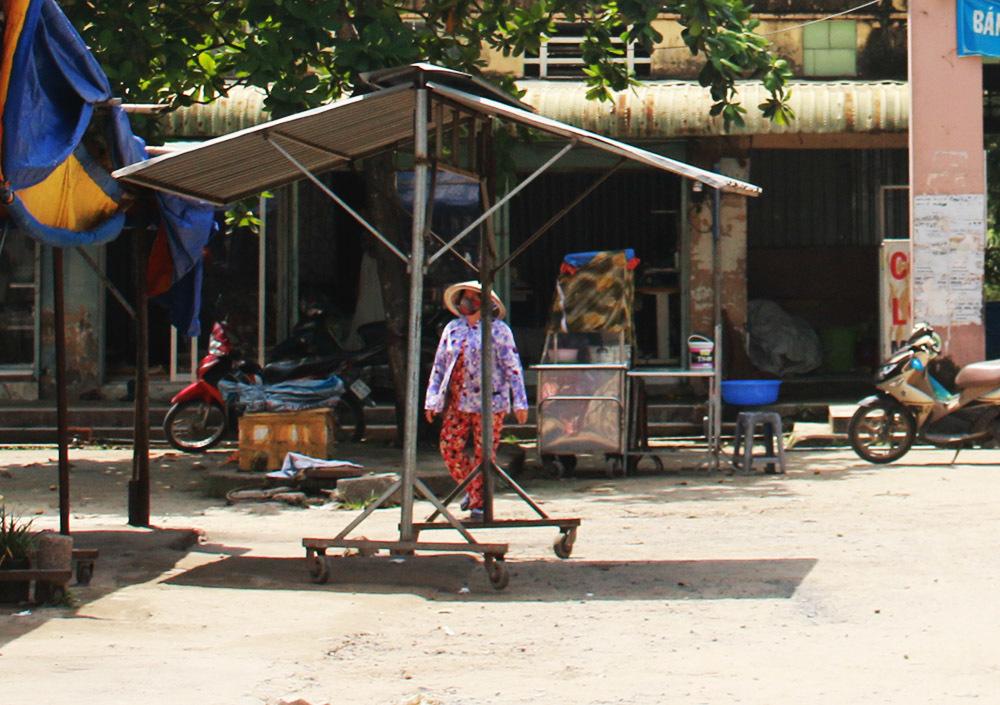 Khu chợ tiền tỉ hoang tàn chỉ 10 tiểu thương dám đến kiếm sống
