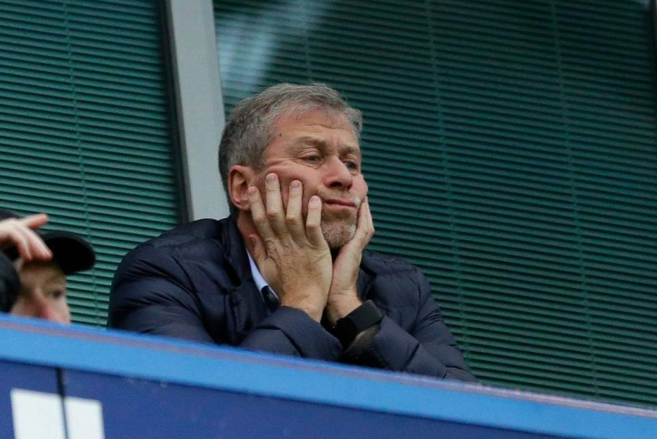 MU hét giá Pogba 200 triệu bảng, Abramovich bán CLB Chelsea