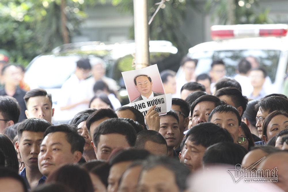 Điều đặc biệt ở đoàn 800 người vào viếng Chủ tịch nước