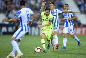 Messi mờ nhạt, Barca thua ngược đội cuối bảng trong 2 phút