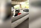 Đâm xe kinh hoàng, tài xế xe hơi may mắn thoát nạn