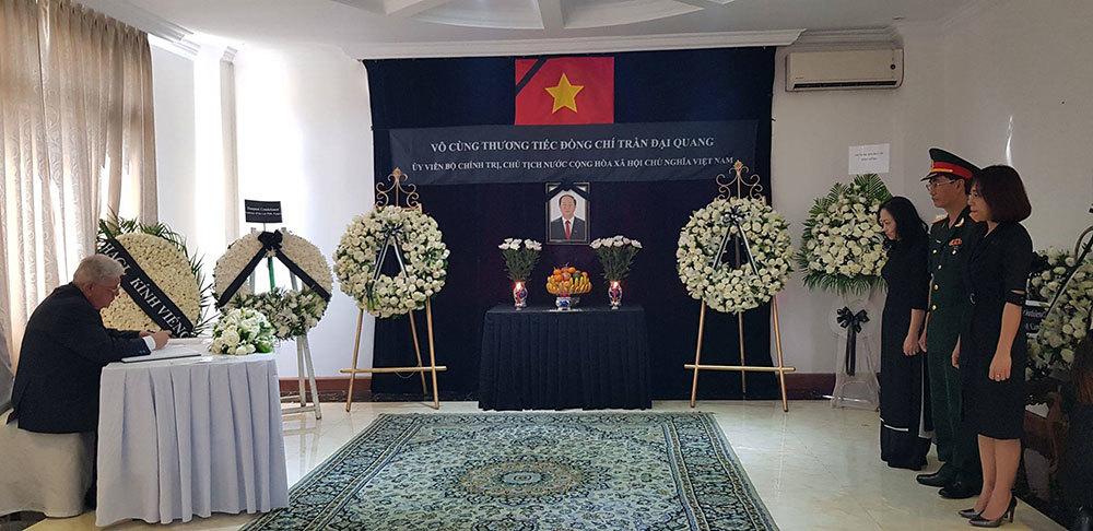 Lễ viếng và mở sổ tang Chủ tịch nước Trần Đại Quang tại các nước