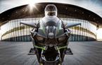 Cuộc đua hiếm có: Mô tô đấu tốc độ với máy bay phản lực