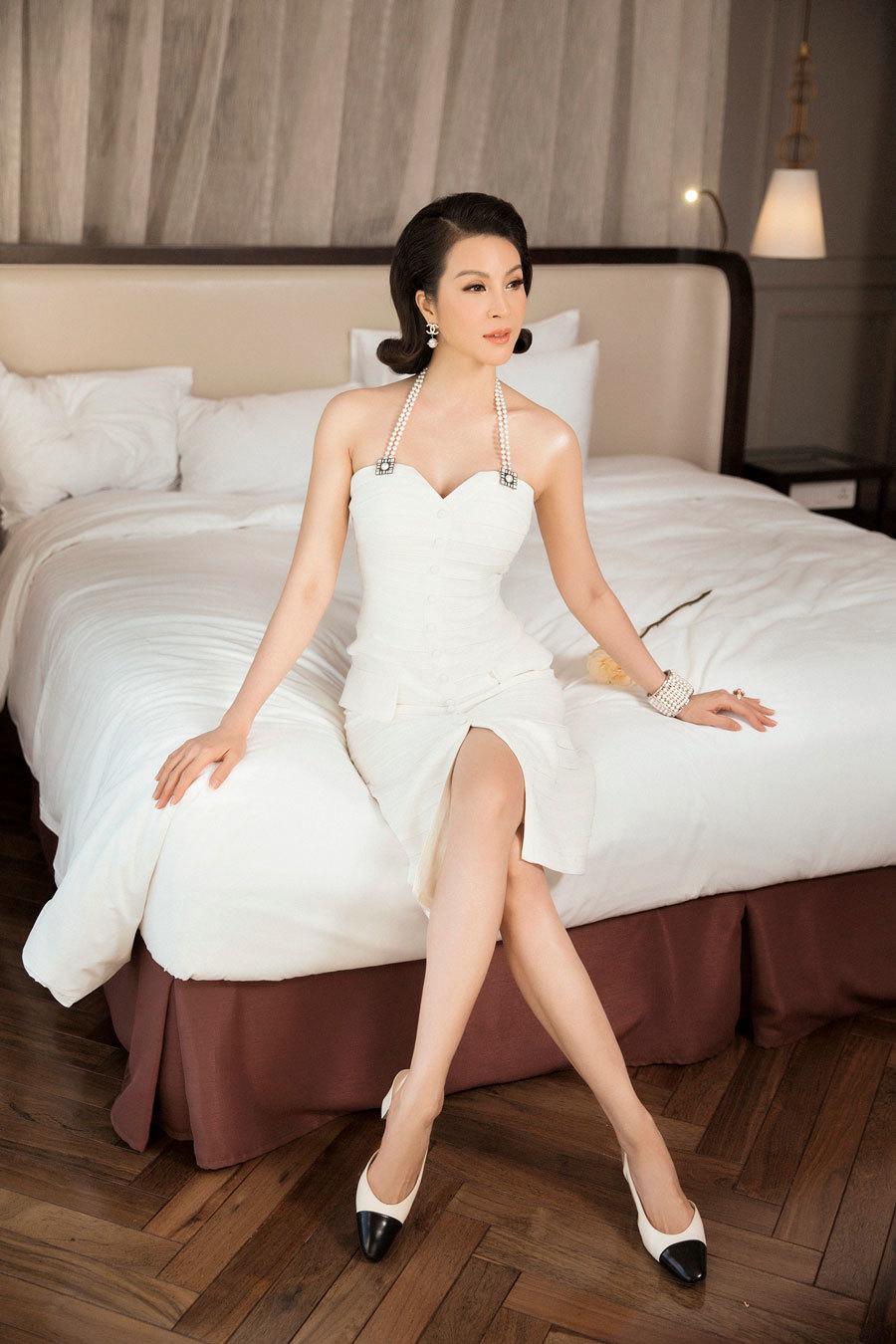 MC Thanh Mai khoe thân hình nuột nà ở tuổi 45