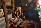 Làng ăn thịt chó ngày Tết ở Hà Nội: Ế hàng chục mâm cỗ vì đổi món