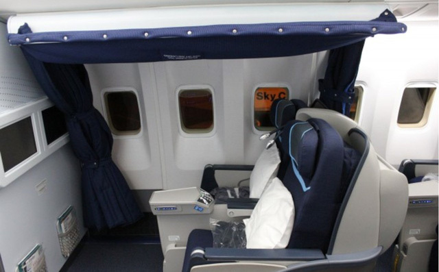Phòng kín trên máy bay: Bí mật riêng của phi công, tiếp viên