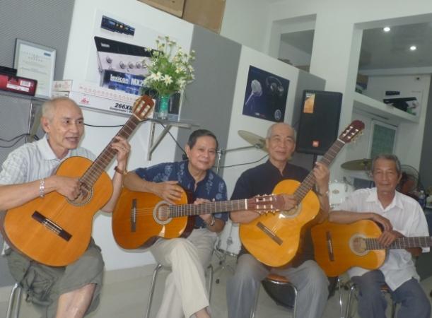 Chủ nhân giàu có của phòng trà ca nhạc nổi tiếng Hà thành xưa