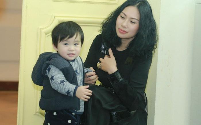 Tùng Dương: 'Vợ khắt khe như thế, tôi cũng khó chịu lắm'