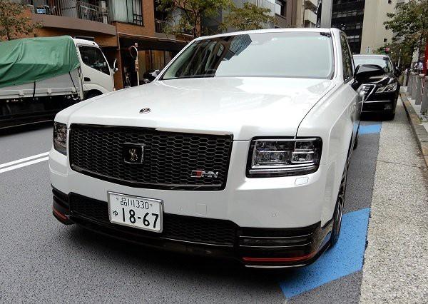 Chủ tịch tập đoàn Toyota đi xe gì?