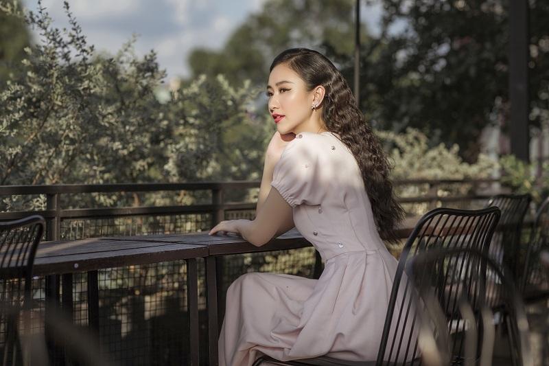 Á hậu Hà Thu: Đại gia chi chục nghìn đô mời đi ăn là bình thường