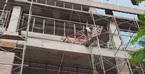 Giàn giáo lộ thiên ở tòa nhà vụ thanh sắt rơi chết người phụ nữ