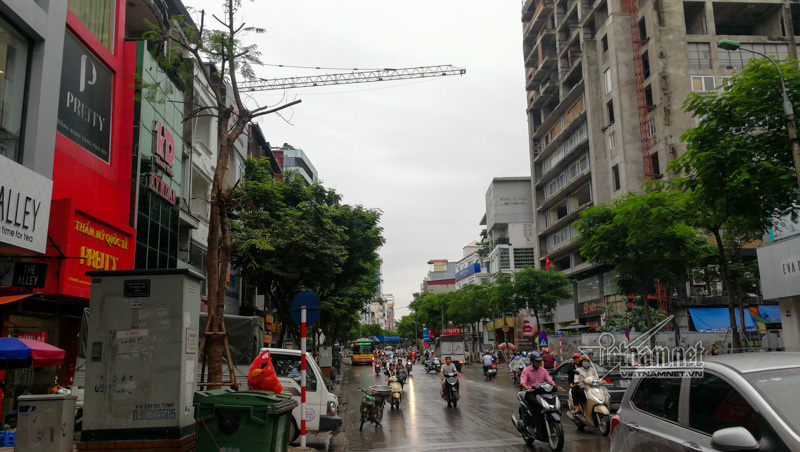 Hình ảnh hãi hùng len lỏi các tuyến phố Hà Nội