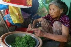 """Cụ bà 86 tuổi chăm chồng bại liệt: """"Chỉ mong ông ấy đi trước"""""""
