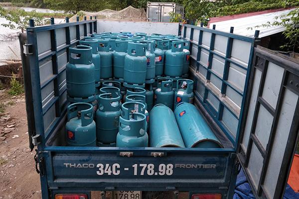 Hải Dương triệt phá cơ sở chiết gas 'lậu' ngay giữa thành phố