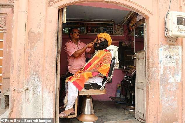 Người đàn ông 33 năm không cạo râu