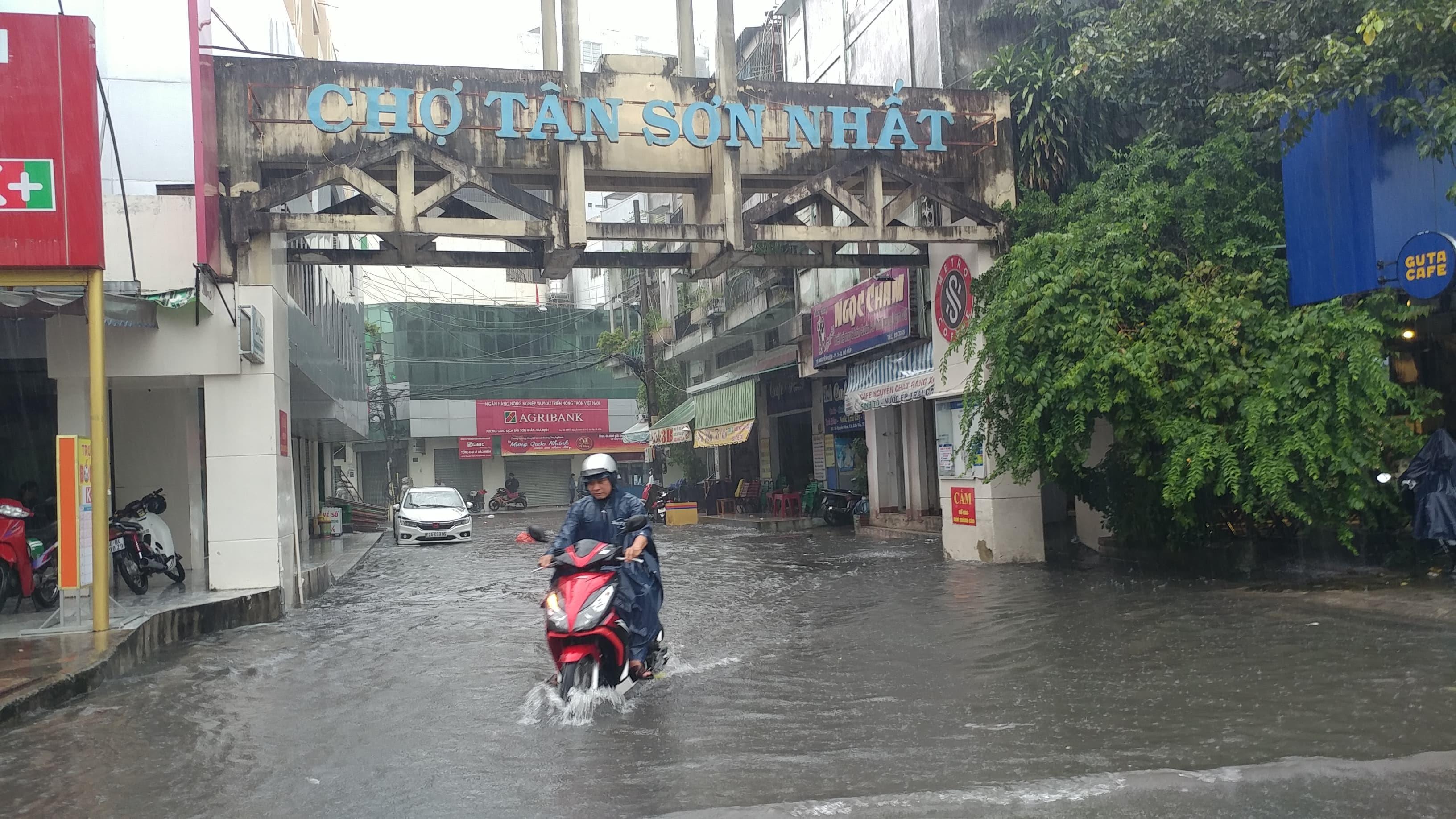 Tân Sơn Nhất,mưa lớn,ngập,Sài Gòn,TPHCM
