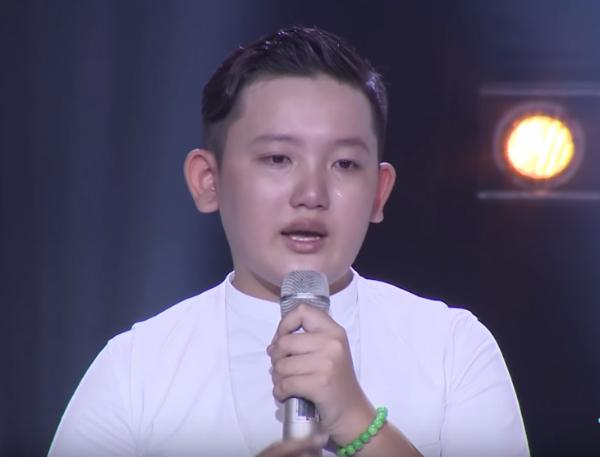 Cậu bé 12 tuổi khiến 6 HLV The Voice Kids 'chặt chém' nhau