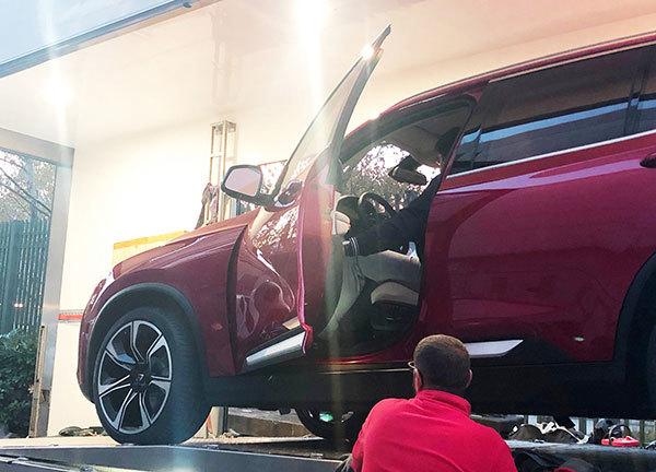 Xe VinFast được di chuyển từ Ý tới Paris Motor Show