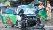Hai xế hộp tông nhau trực diện, đầu xe nát bét, 2 người chết