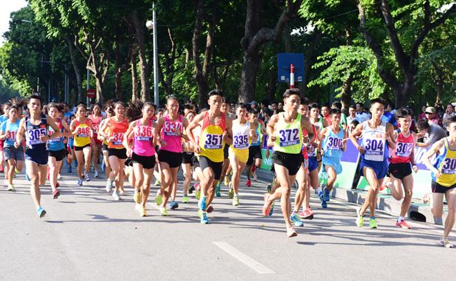 Hấp dẫn cuộc thi chung kết Giải chạy Báo Hànộimới 2018